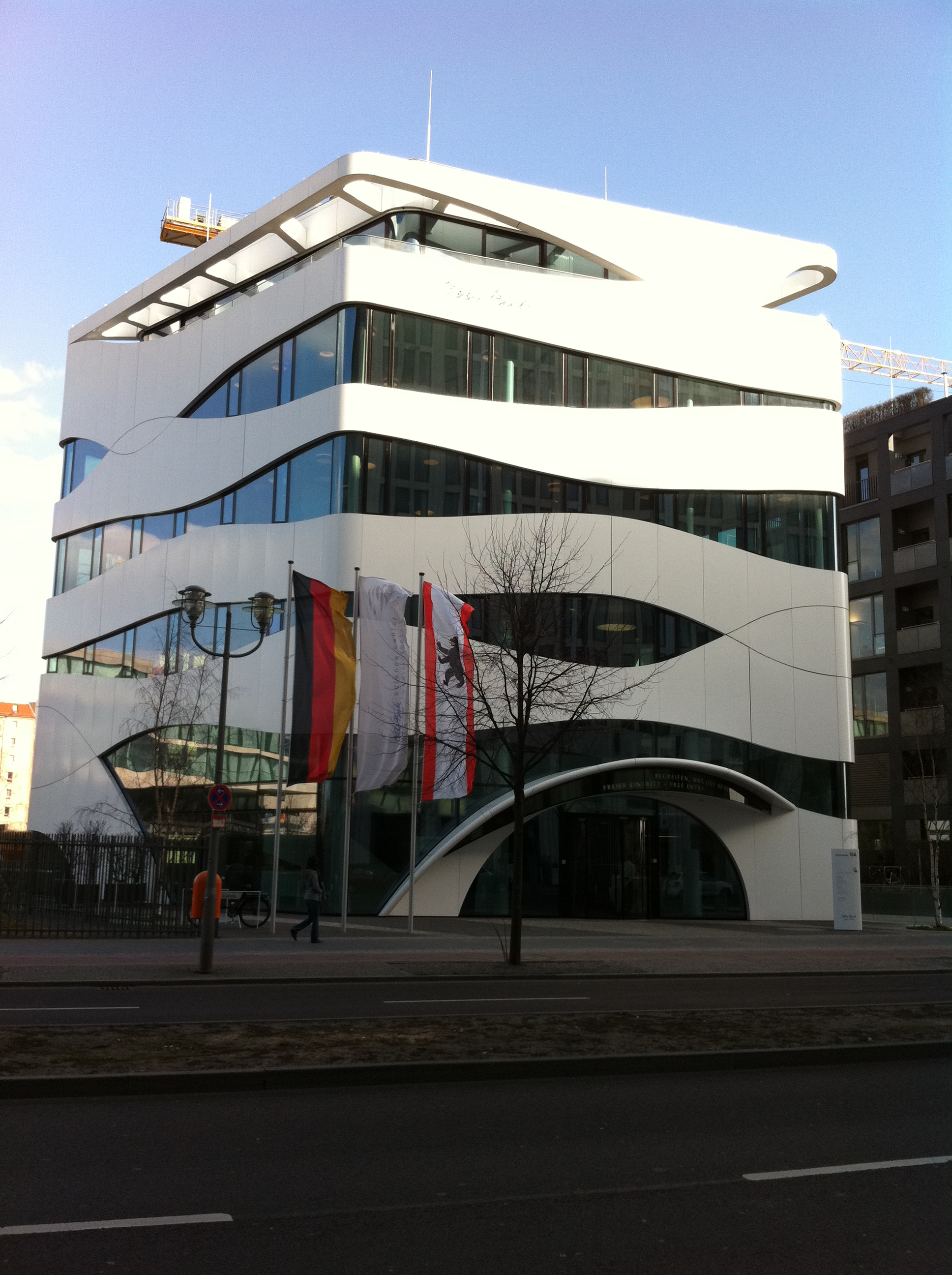 Tel aviv berlin style is violence for Architecture berlin